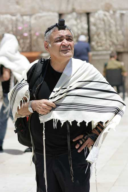 jewish-man-standing-by-western-wall